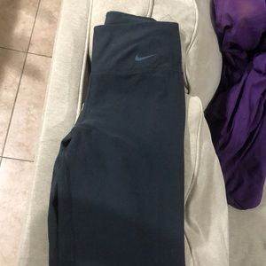 Nike Dri fit black capri legging XS